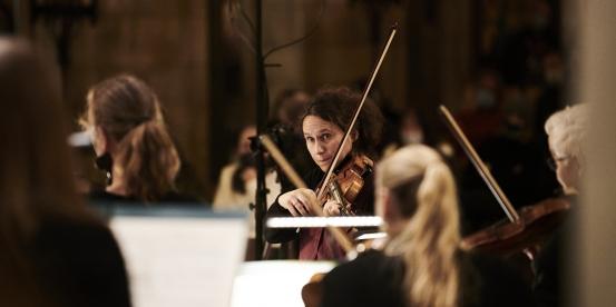 Alexandra Wood directing at Southwark Cathedral